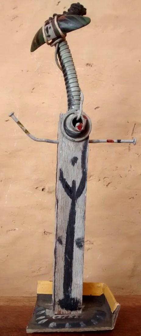 femme girafe, bois peint et fer
