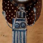 femme bleue, bois peint, passoire et fil de fer
