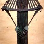 femme râteau, bois et fer peints