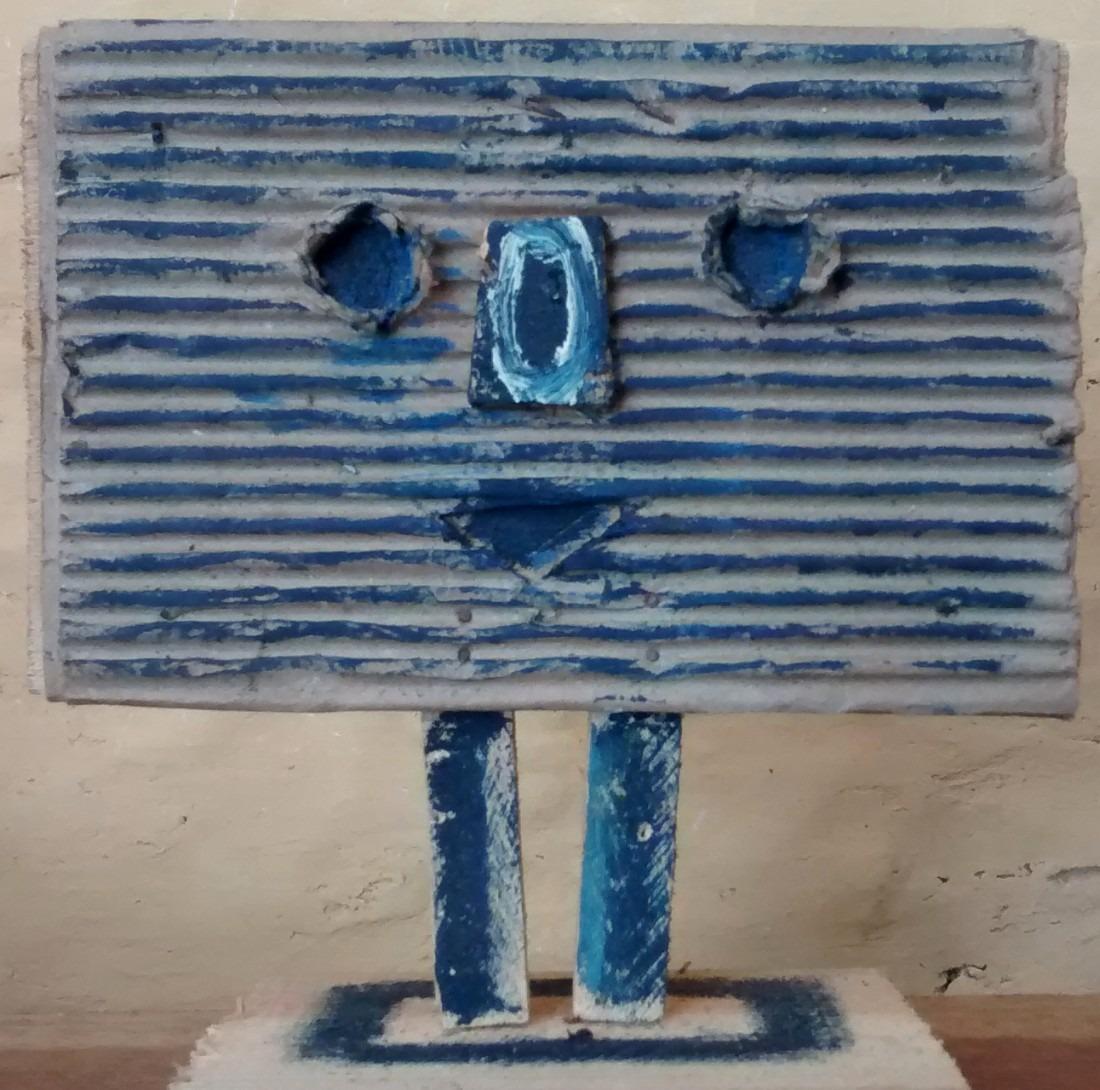 tête bleue en carton peint