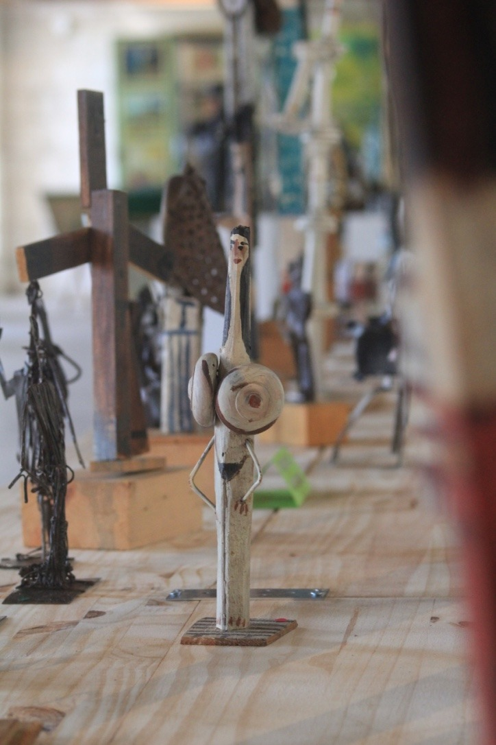 sculptures bois et mat riaux composites galerie raymond debi ve. Black Bedroom Furniture Sets. Home Design Ideas