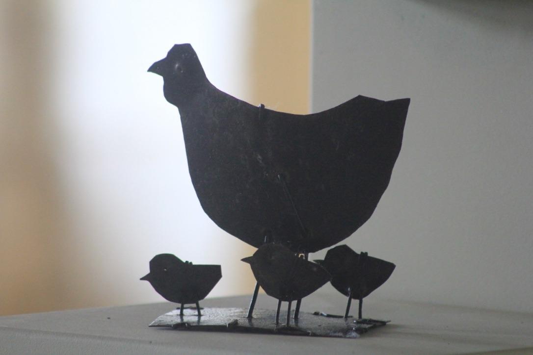 Poule et poussins, métal découpé